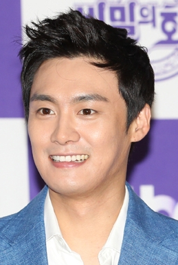 Oh  Sang Jin  in The Family is Coming Korean Drama (2015)