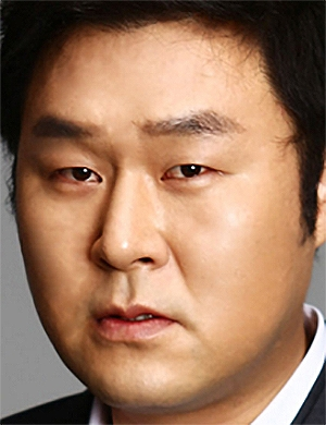 Yoon Gyung Ho in An Honest Candidate Korean Movie (2020)