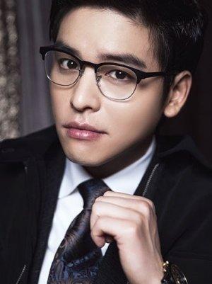 Jang Woo Lee