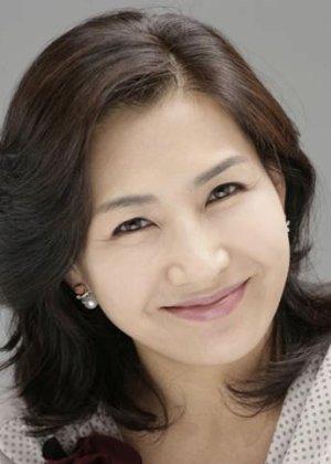Yook Mi Ra in Lost Flower: Eo Woo Dong Korean Movie (2015)