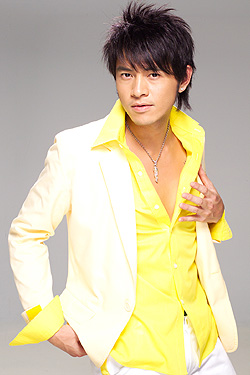 Ehlo Huang in In Love With A Rich Girl Taiwanese Drama (2004)