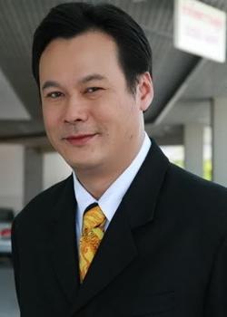 Trin Settachoke in 2 + 1 Krang Kern Pikad Thai Drama (2005)