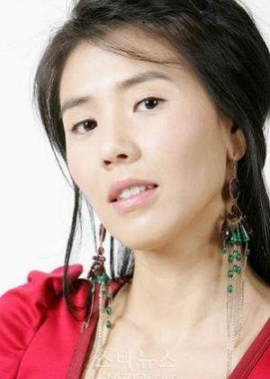 Yoon Hyun Sook in La Dolce Vita Korean Drama (2008)