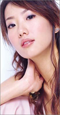 Joelle Lu in The Outsiders Taiwanese Drama (2004)