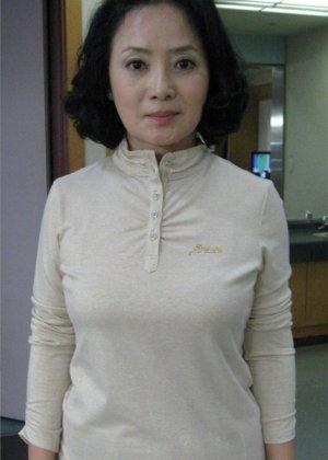 Kwon Ki Sun in Mom's Flag Korean Drama (1996)