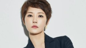 "Kam Woo Sung, Kim Sun Ah, Park Si Yeon Offered Roles In Upcoming Drama, ""Should We Kiss First?"""