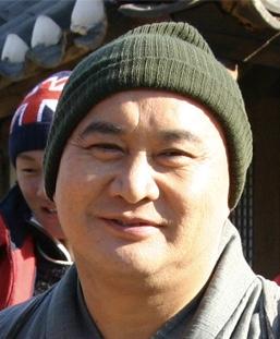 Yoo Jong Geun in The Weird Missing Case of Mr. J Korean Movie (2009)