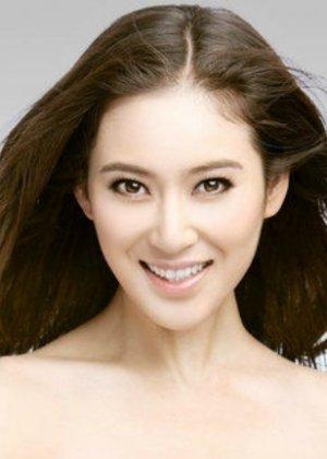 Karina Zhao in Edge to Happiness Chinese Drama (2016)