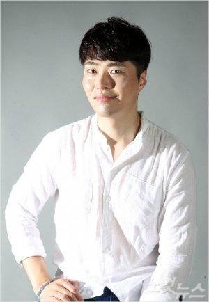 Ji Wook Yoon