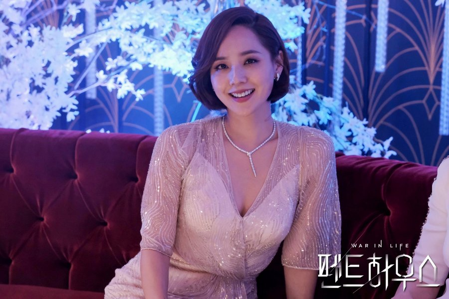 Aktris Korea Selatan, Eugene dalam serial drama Penthouse (SBS, 2020).