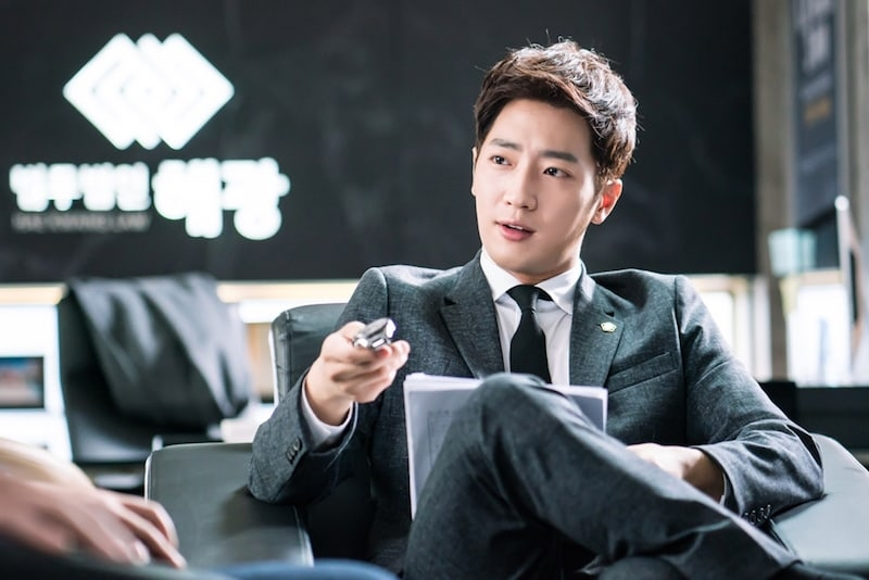 Lee Sang Yeob dalam drama While You Were Sleeping (2017)