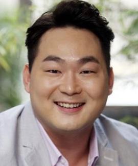 Yoon Bong Gil in Dasepo Naughty Girls Korean Movie (2006)