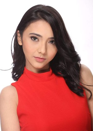 Adrianna So in Die Beautiful Philippines Movie (2016)