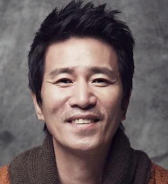 Shin Jung Keun in Running Turtle Korean Movie (2009)